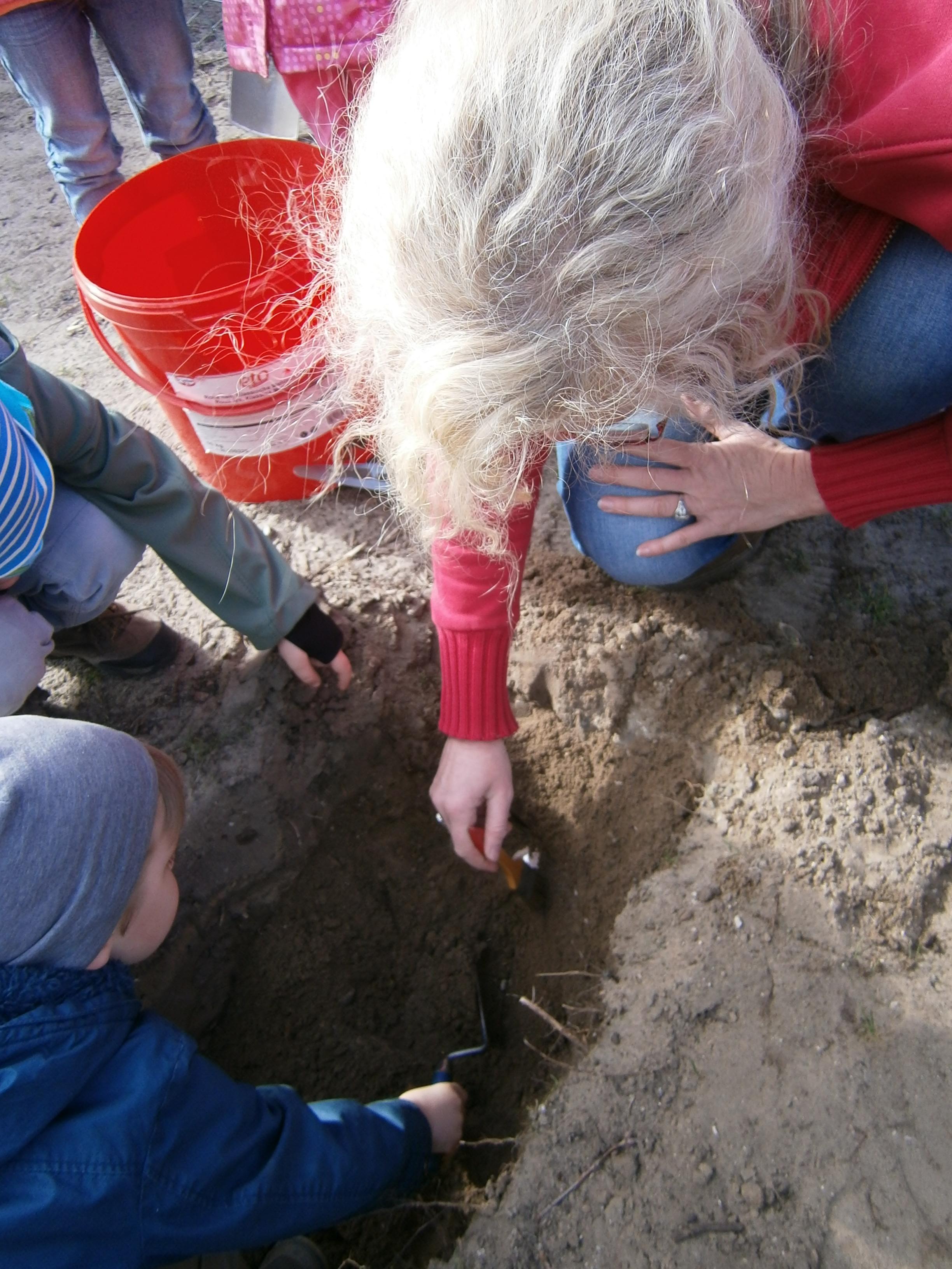 Archäologie für Kinder – Dino-Eier und kleine Archäologen in der ...