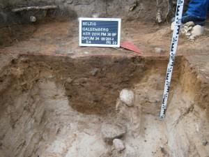 Abb. 3, Profil, hier eine Grube.