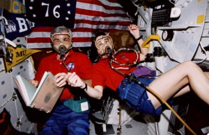 Bild 2 - Michael Clifford Linda Godwin CR NASA