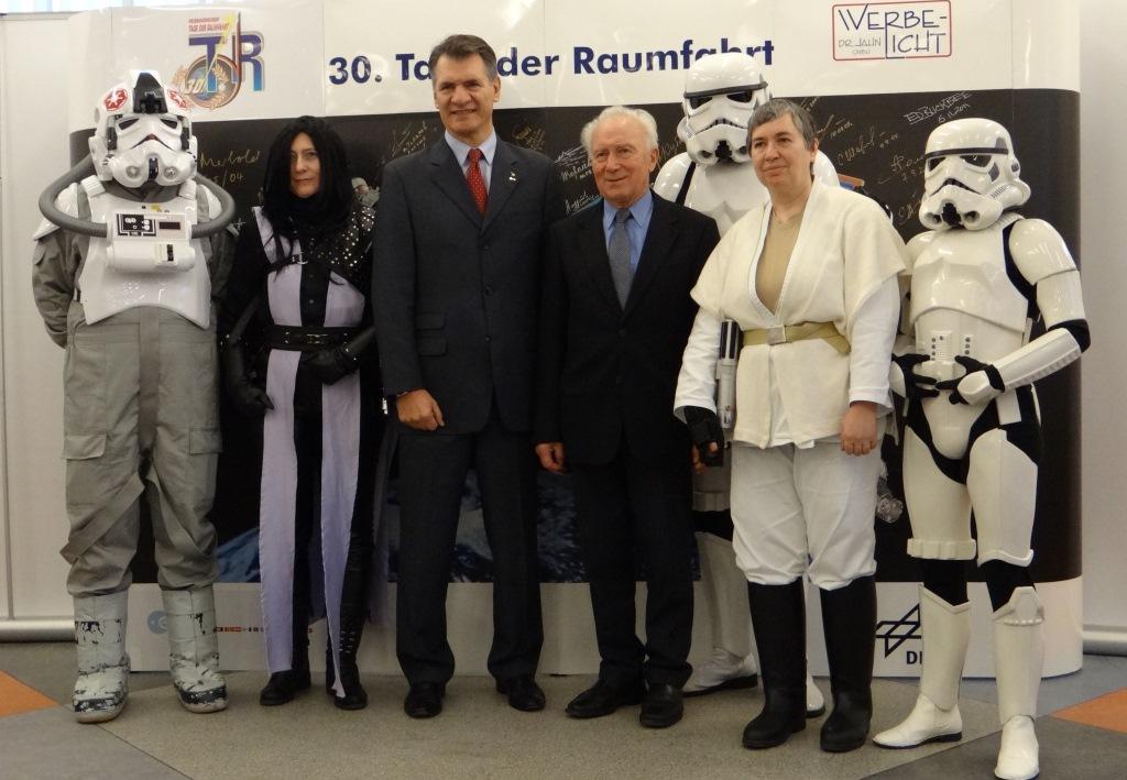 Star Wars meets contemporary Astronauts. In der Mitte Paolo Nespoli und Siegmund Jähn.