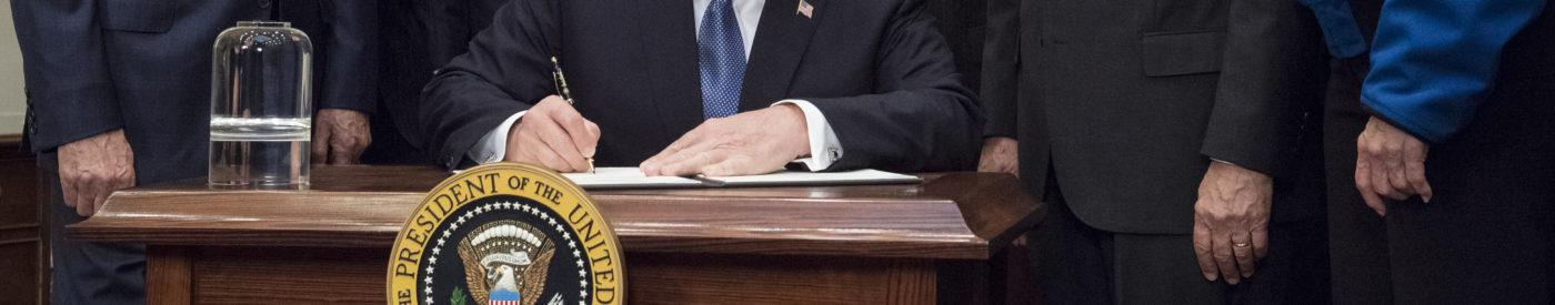 Trump unterzeichnet Mond-Dekret (NASA/Aubrey Gemignani)