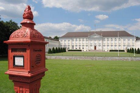 Schloss Bellevue mit Feuermelder