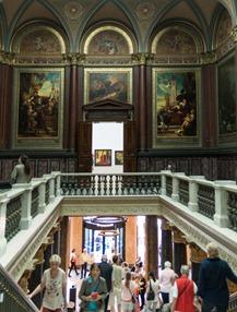 Haupttreppe der Hamburger Kunsthalle von oben