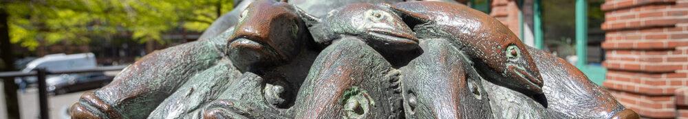 Fliegender Fischhändler in Bronze