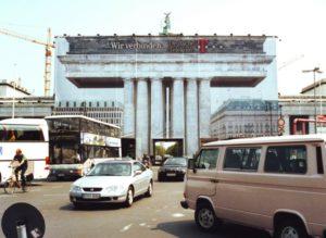 2001-brandenburgertor-verhuellt-telekom