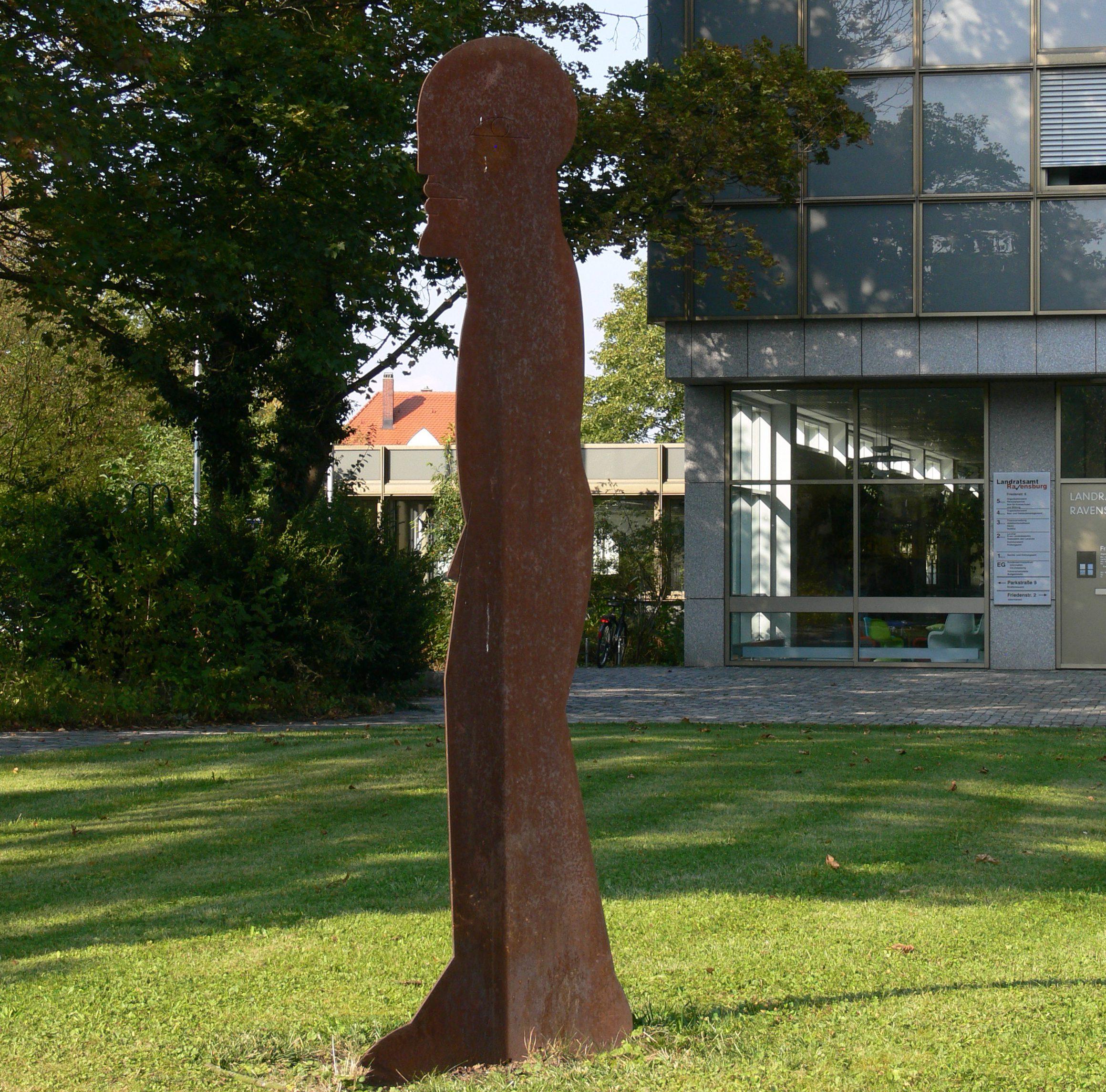 Skulptur von Horst Antes in Ravensburg, Park vor dem Landratsamt