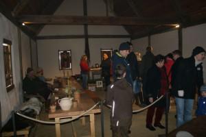 Die museale Situation fordert ihren Tribut: Während der Öffnung von Lauresham für die Besucher wurden die Räume zusätzlich mit Spots beleuchtet.