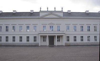 """Alt und doch erst kürzlich fertig geworden: Schloss Herrenhausen in Hannover, wo die Reihe der """"Herrenhäuser Konferenzen"""" der Volkswagen- Stiftung statfindet."""