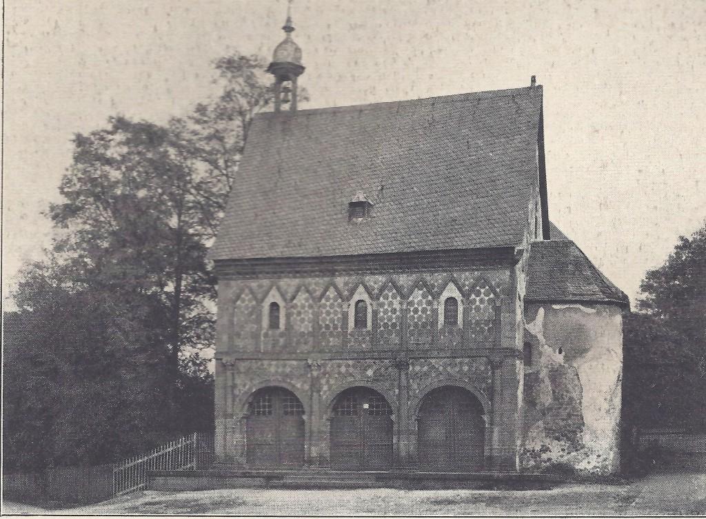 karolingische Königshalle Lorsch von Westen um 1922 mit  Holztoren