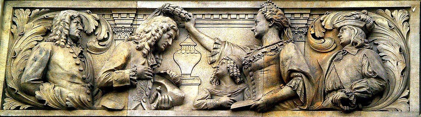 Kurfürstin Sophie von Hannover ehrt Leibniz symbolisch mit dem Lorbeerkranz (Relief von Karl Gundelach, Teil des Geschichtsfrieses am Neuen Rathaus von Hannover)