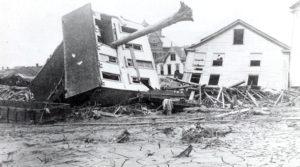Zerstörte Häuser nach dem Bruch der South-Fork-Talsperrre, Pennsylvania 1889.