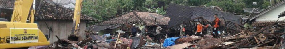 Indonesian National Board for Disaster Management - https://twitter.com/SAR_NASIONAL/status/1077191385705459712