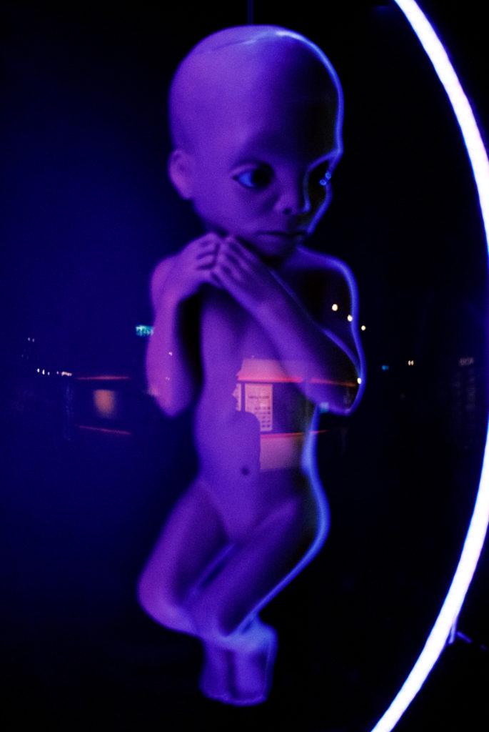 Kubrick's 2001: 50 Years A Space Odyssey. Modell eines menschlichen Fötus für die letzte Szene. Deutsches Filmmuseum, Frankfurt am Main