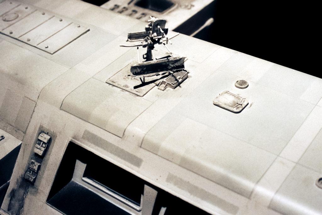 Kubrick's 2001: 50 Years A Space Odyssey. Antennen auf dem Dach des Transporters von der Basis unter Clavius zu anderen Lokationen auf der Mondoberfläche. Deutsches Filmmuseum, Frankfurt am Main