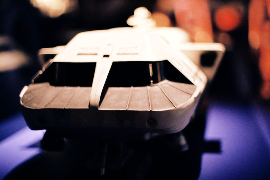Kubrick's 2001: 50 Years A Space Odyssey. Modell des Transporters von der Basis unter Clavius zu anderen Lokationen auf der Mondoberfläche. Deutsches Filmmuseum, Frankfurt am Main