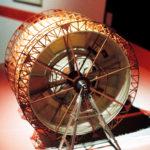 Kubrick's 2001: 50 Years A Space Odyssey. Modell der in Realität 12 Meter hohen Walze, in der die Szenen in der Zentrifuge des Raumschiffs USS Discovery One gedreht wurden. Deutsches Filmmuseum, Frankfurt am Main