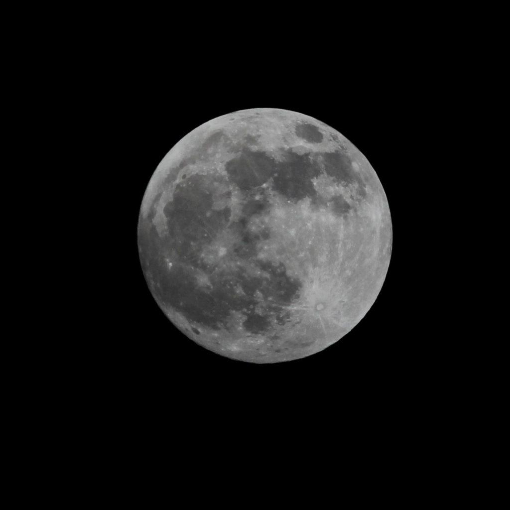 Aufgehender Vollmond am Abend des 20.1.2019, Canon EOS600D mit 330 mm/ 50 mm ED Apochromatischer Refraktor