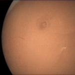 Aufnahme der VMC auf der ESA-Mars-Sonde Mars Express vom 2.7.2018 um 10:37 UTC in 4300 km Flughöhe über dem Tharsis Hochland.