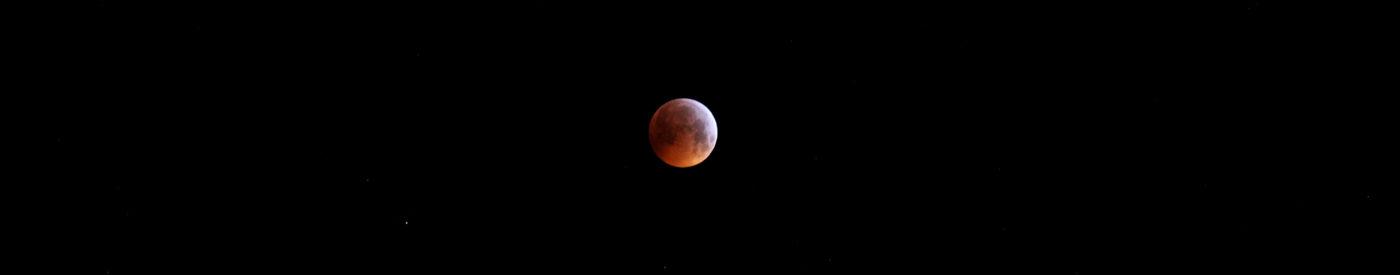 Die Mondfinsternis am Morgen des 21.1.2019 bei Eintritt in die Totalitätsphase, Canon EOS6D mit Leica Elmarit-R 180 mm