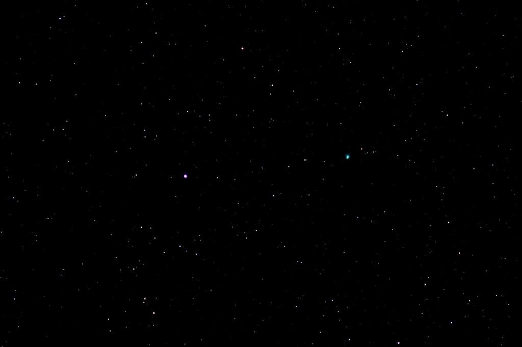 Komet C/2014 Q2 (Lovejoy) im Sternbild Andromeda am 8.2.2015, 20:54 MEZ, Canon 600D, Leica Vario Elmar 70-210, Brennweite 210 mm, USI 6400, f/4, 2.5 Sekunden Belichtungszeit