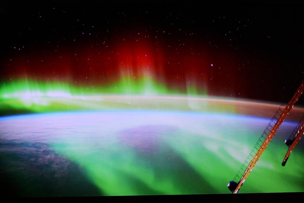 Auf der ISS sieht man Polarlichter nicht von unten, sondern man ist mitten drin