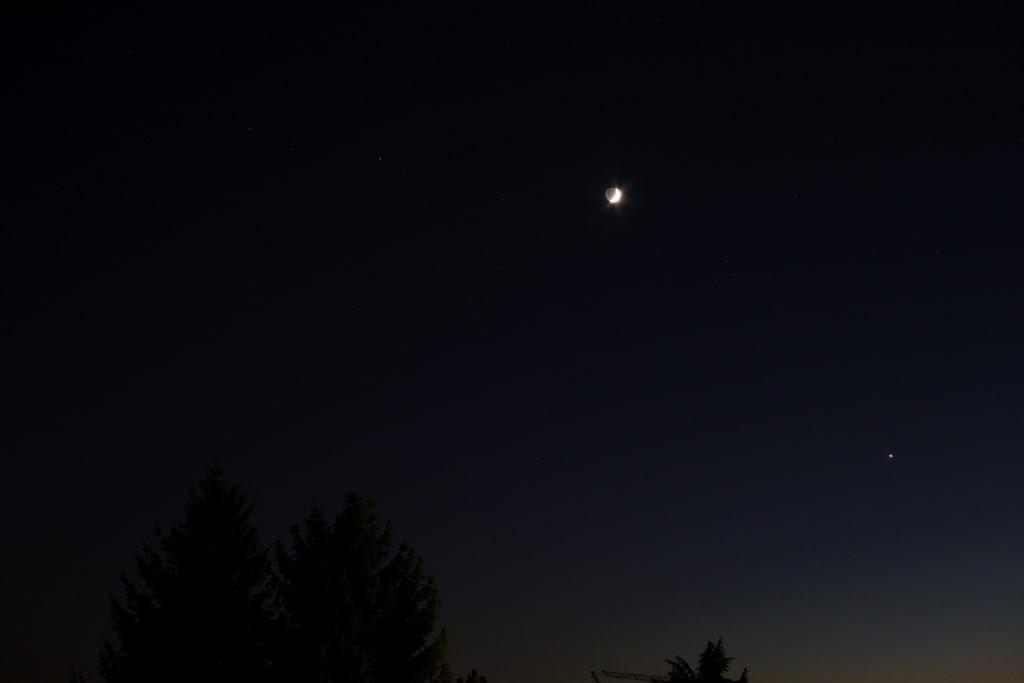 Begegnung von Mars, zunehmender Mondsichel udn Venus am 4.12.2016, 18:35 MEZ, Canon EOS6D, Leitz-Summicron-R 50 mm, ISO 2000, f/2.8, 1/3 s
