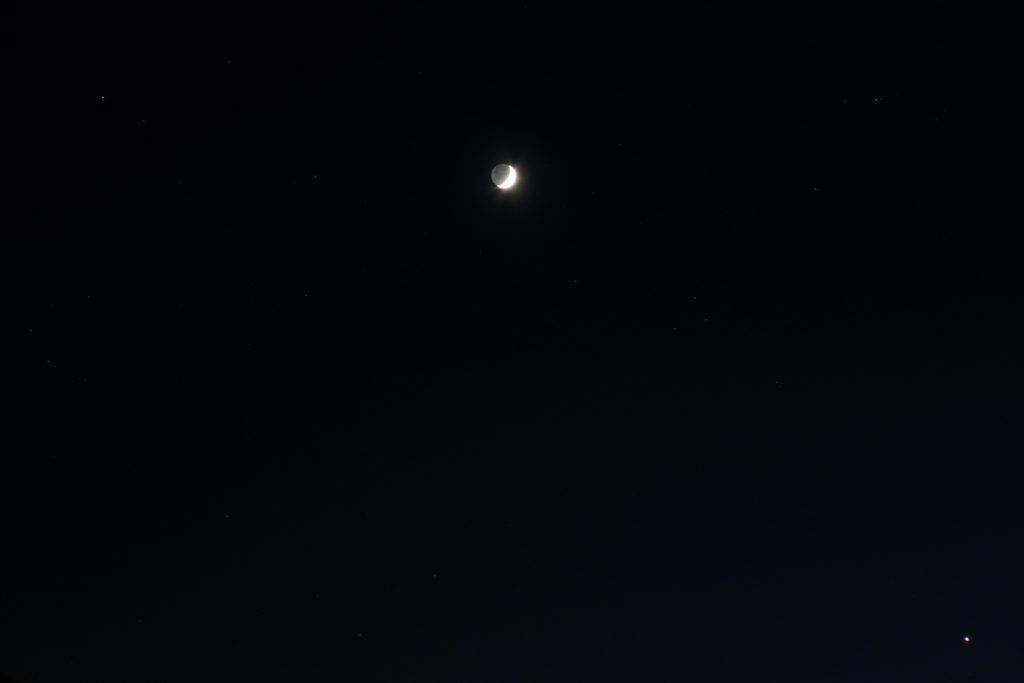 Begegnung von Mars, zunehmender Mondsichel udn Venus am 4.12.2016, 18:38 MEZ, Canon EOS6D, Leitz-Summicron-R 90 mm, ISO 2000, f/4, 1/3 s