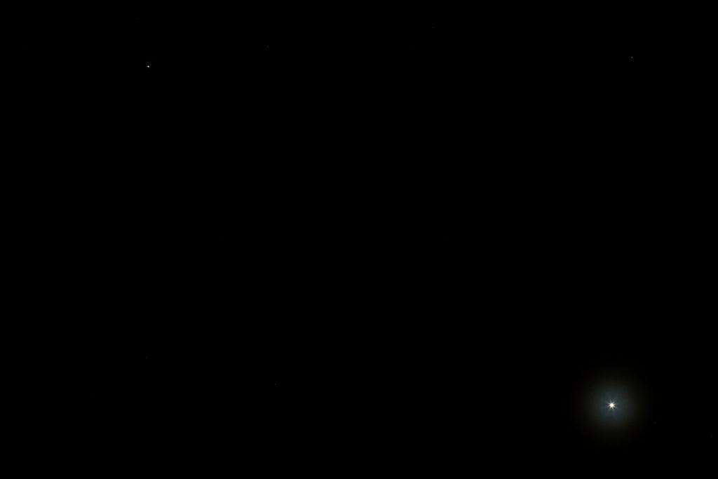 Mars und Venus über Darmstadt im Winkelabstand von etwa 6 Grad am Abend des 27.1.2017, 19:45 MEZ. Canon EOS600D mit Leica Elmarit-R 180mm, F/5.6, ISO 800, 1 s