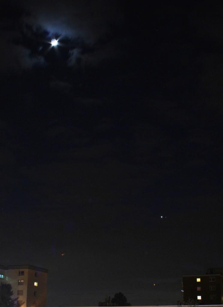 Der zunehmende Mond, die Venus und Mars am 22.2.2015 um 19:12 MEZ, Canon EOS 600D, Leica Elmarit 24mm, f/8, ISO 800, 3.2 Sekunden