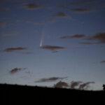 Komet C/2020 F3 (NEOWISE) über Darmstadt am 10.7.2020 um 3:52 MESZ, Canon EOS6D und Leica Elmarit-R 180 mm