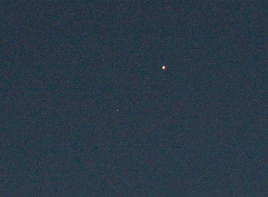 Uranus und Mars am 11.3.2015, 19:15 MEZ, TS-Optics APO65Q 420/65 Quadruplet Apochromat, Canon EOS 600D, ISO 6400, 1/13 Sekunde