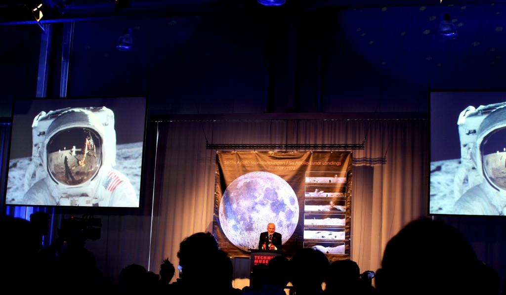 Buzz Aldrins Vortrag ist am berühmten Visor shot angekommen. Das wahrscheinlich bekannteste Bild des 20sten Jahrhunderts.