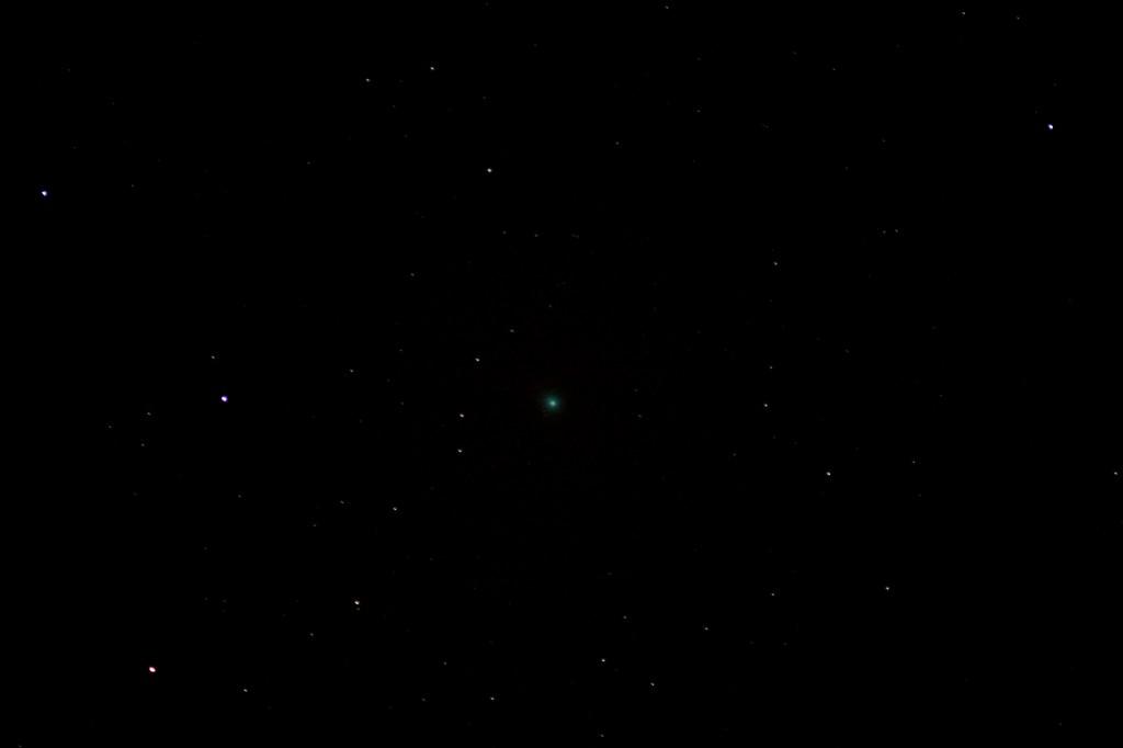 Komet C/2014 Q2 (Lovejoy) am 19.3.2015 um 00:31 MEZ über Darmstadt, Canon EOS 600D, Leica Vario Elmar 70-210, ISO 6400, 210 mm, f4, 3.2 Sekunden