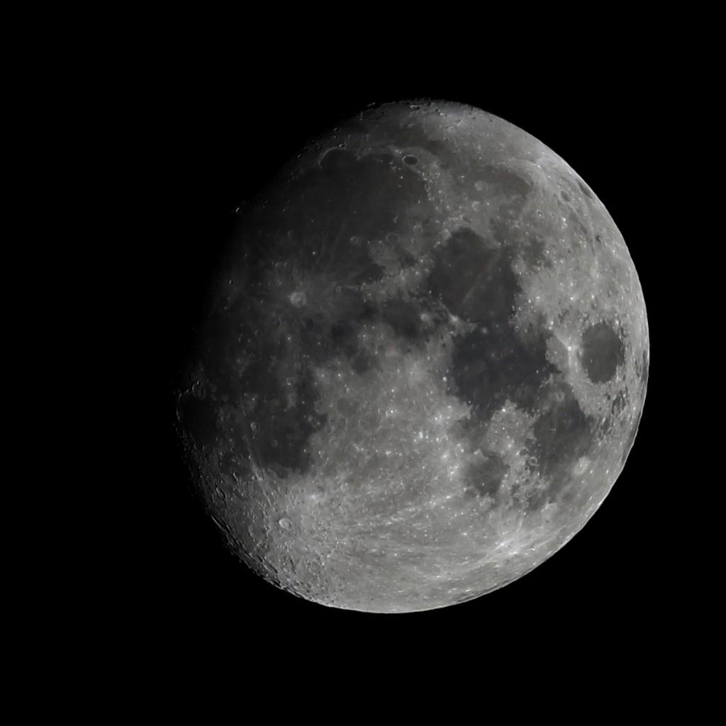 Der Mond am 12.1.2014 um 22:38 MEZ. Mare Imbrium und Sinus iridum sind nun komplett ausgeleuchtet. Teleskop: TS Optics Quadruplet 65/420 apochromatischer Refraktor, Kamera Canon EOS 600D