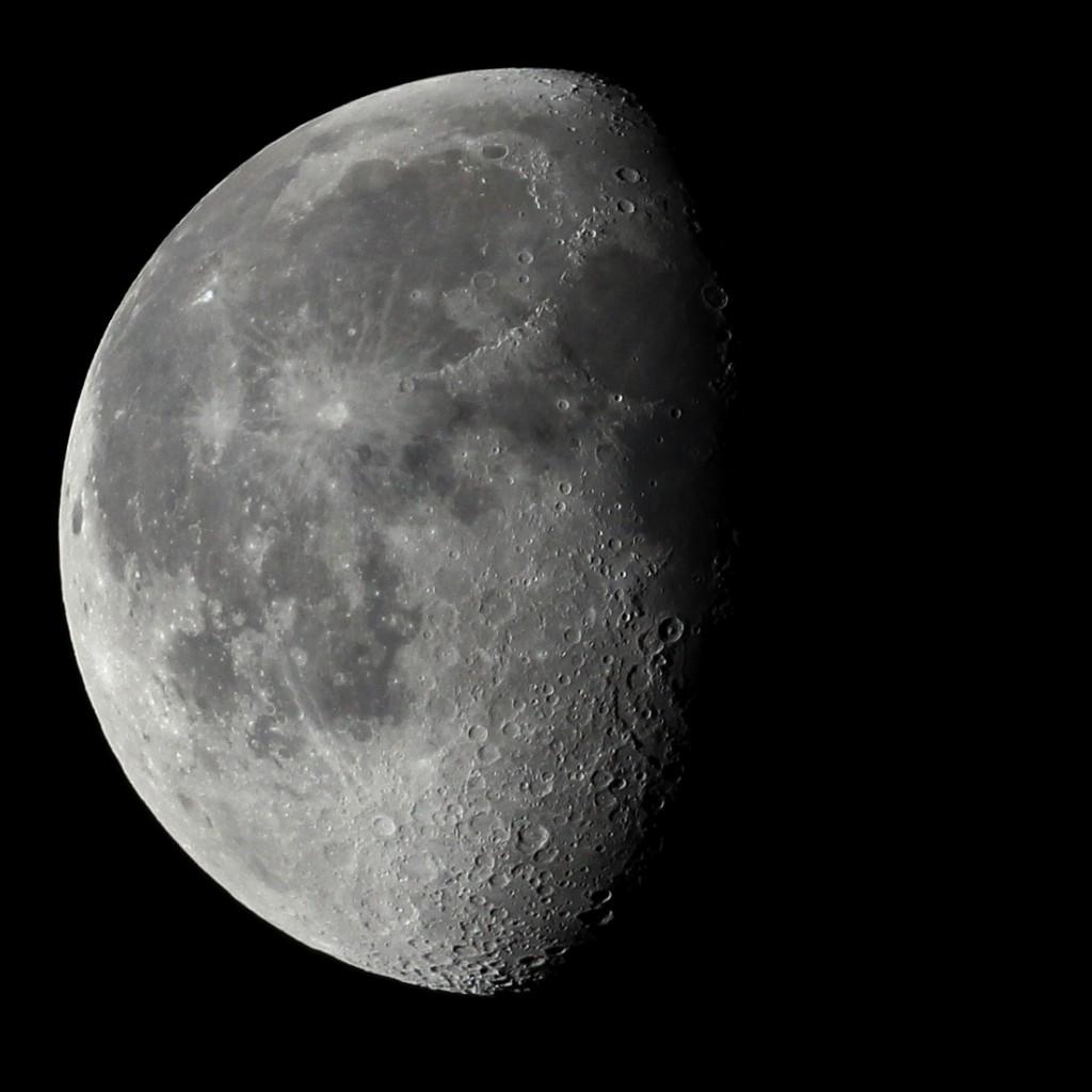 Der abnehmende Mond über Darmstadt am 17.7.2014, 3:40 MESZ. TS-Optics TSAPO65Q Apochromat, Canon 600D, ISO 400, 1/500s