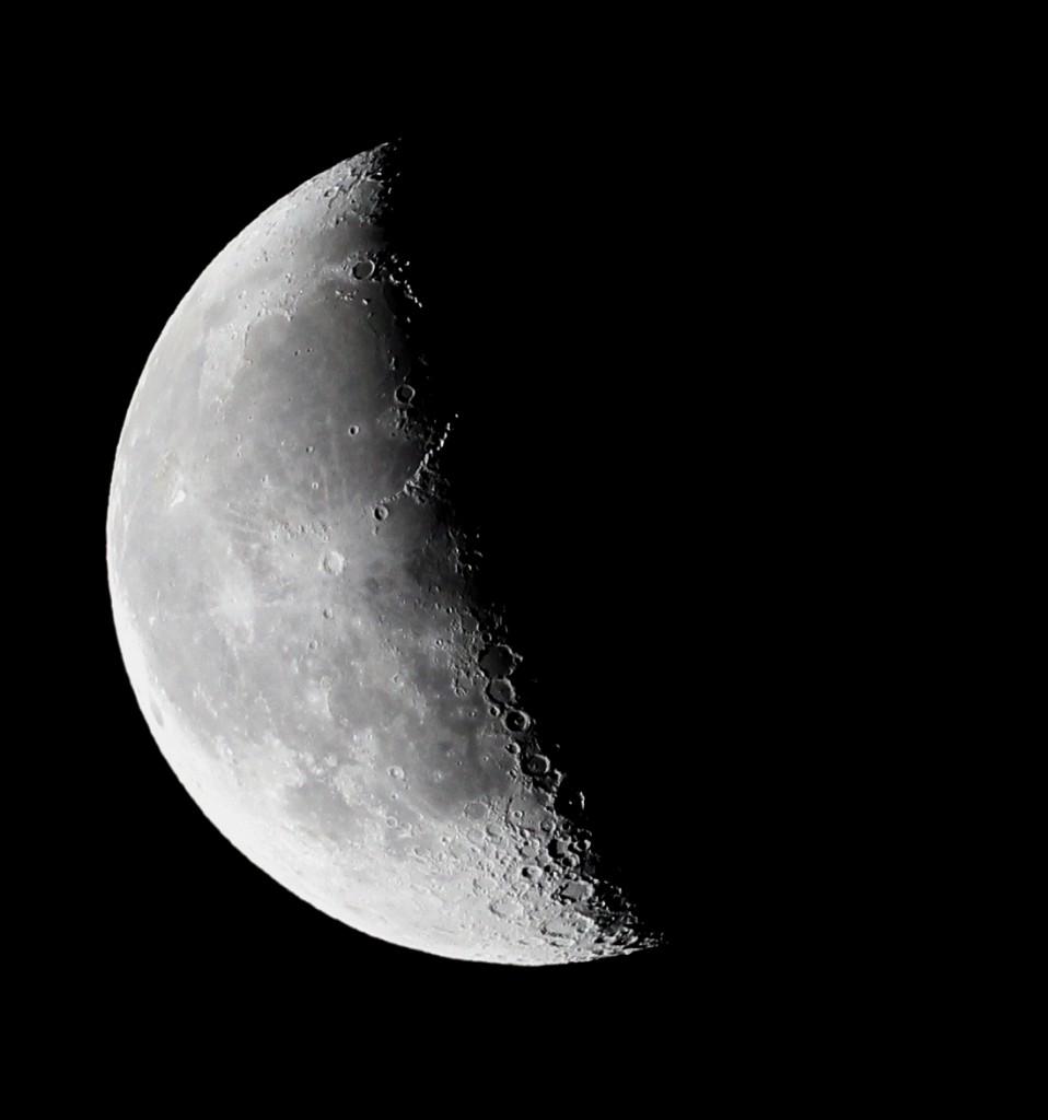 Abnehmender Mond über Darmstadt am 18.8.2014, 04:55 MESZ, TS-Optics Apochromat, 420 mm Brennweite, 65 mm Apertur, Canon EOS600D, ISO 800, 1/250 s