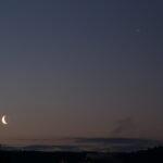 Der Mond, Saturn, Jupiter (mit Io, Europa, Ganymed und Callisto) und Mars am frühen Morgen des 19. März 2020. Canon EOS6D und Leitz Elmarit-R 135mm, ISO 800, f/5.6, 0.8s