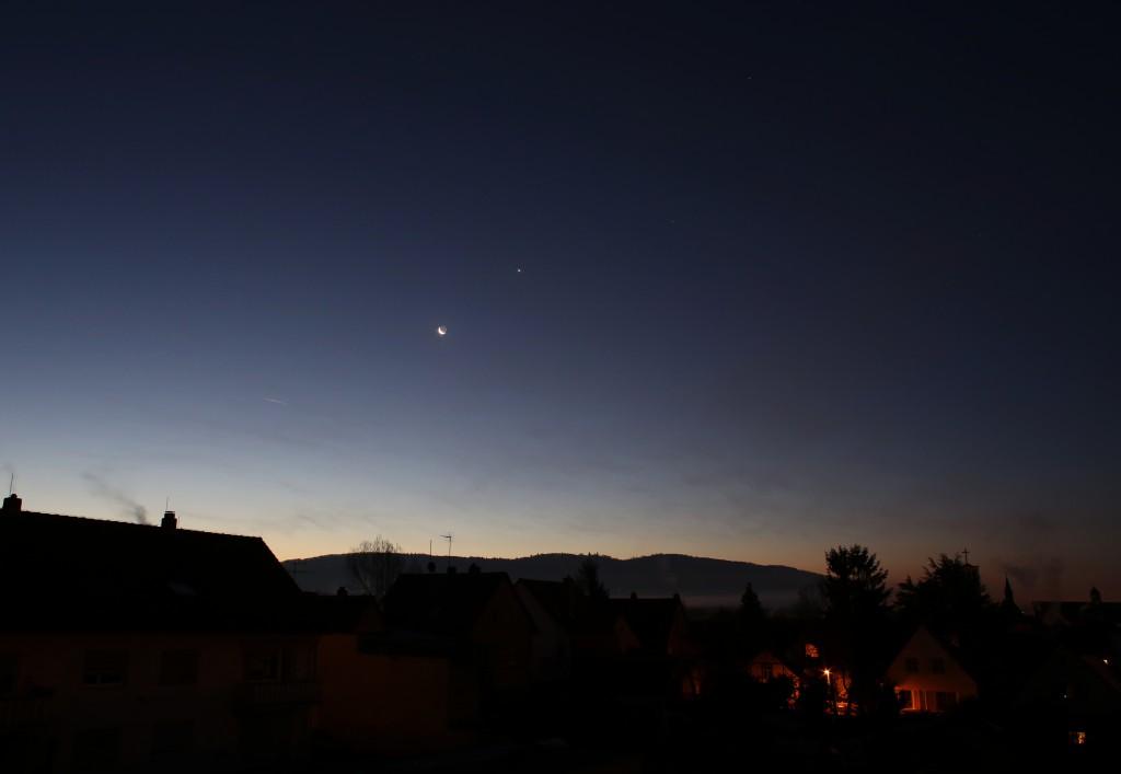 Der Südhimmel über Darmstadt am 8. Dezember 2015, 7:17 MEZ. Canon EOS6D, Leica Elmarit-R 24 mm, ISO 1250, f/5.6, 1 Sekunde
