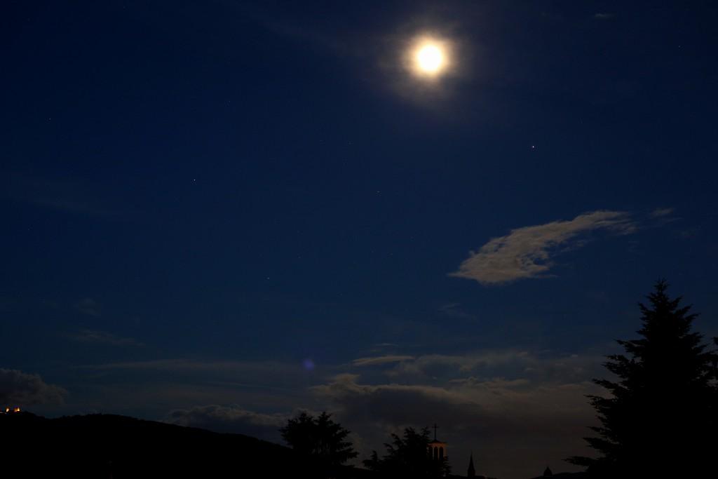 Der Mond, Mars, Saturn und Antares am 17.6.2016. Canon EOS6D mit Leitz Summicron-R 50mm