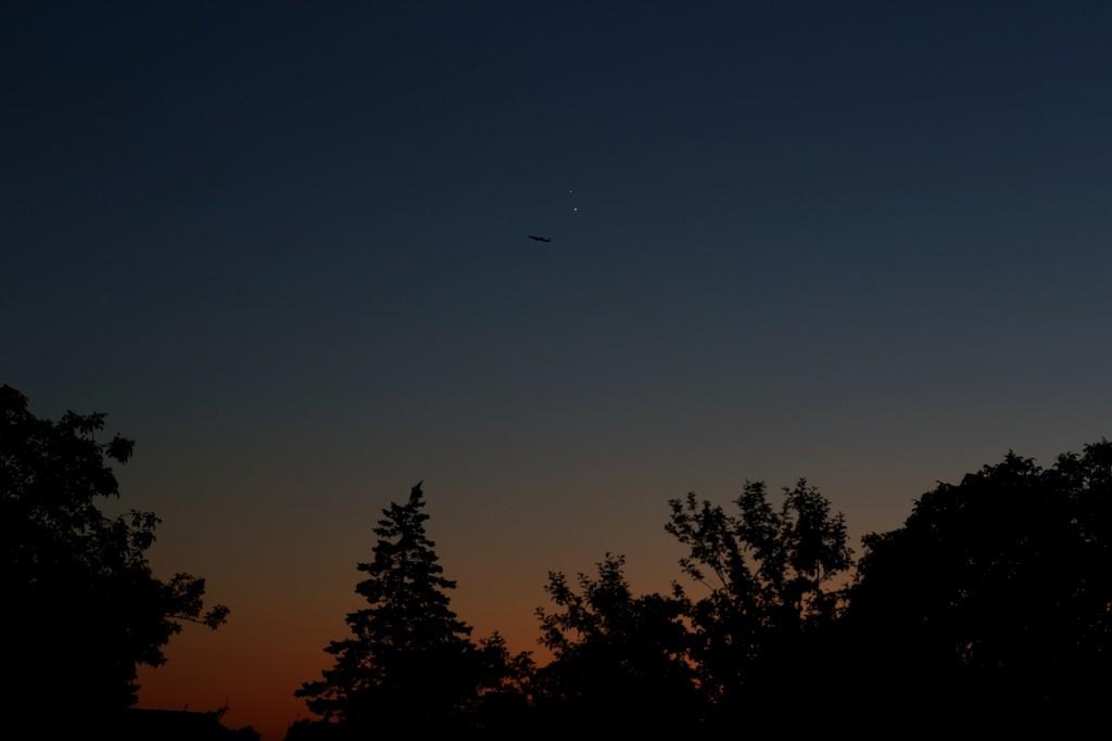 Jupiter und Venus über Darmstadt am 30. Juni 2015, 22:25 MESZ, Canon EOS6D, Leica Summicron-R 90, f/8, ISO 800, 1/20 s