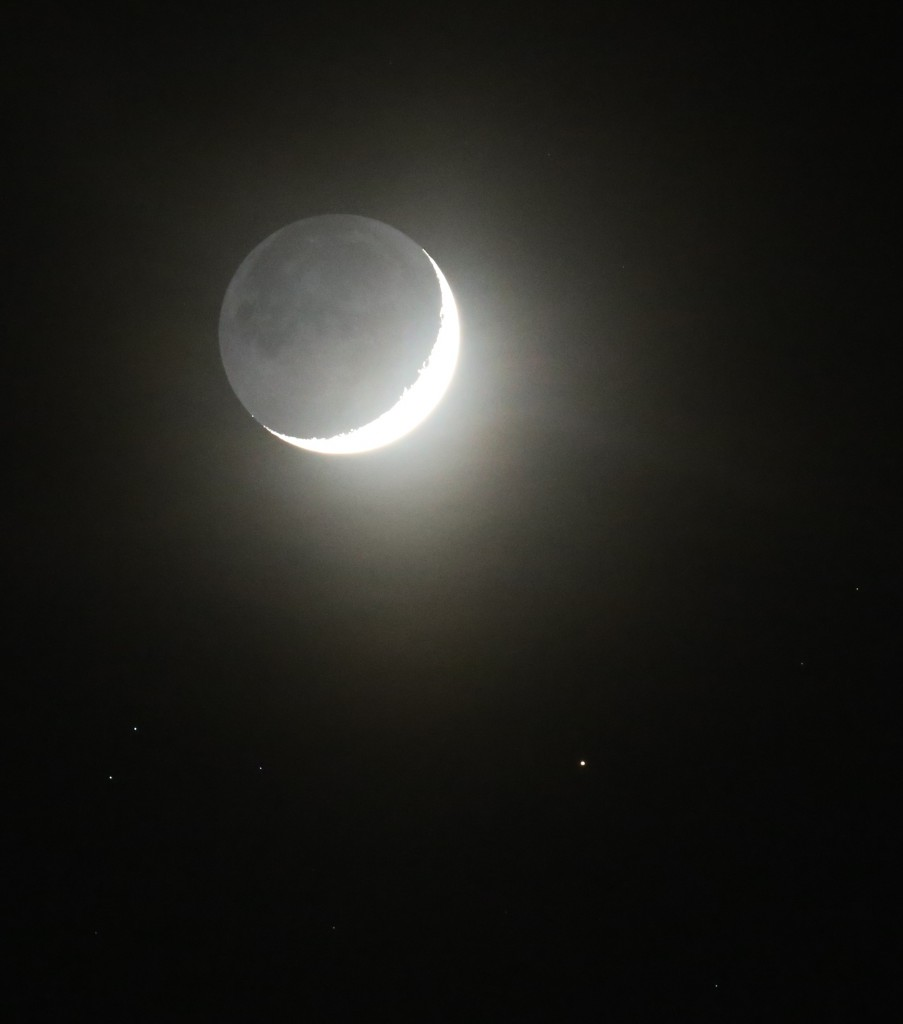 Der zunehmende Mond und Aldebaran am 21.4.2015, 21:51 MESZ, Canon EOS6D, TS-Optics TSAPO65Q 420/65 Quadruplet Apochromat, ISO 10000, 1/8 Sekunde