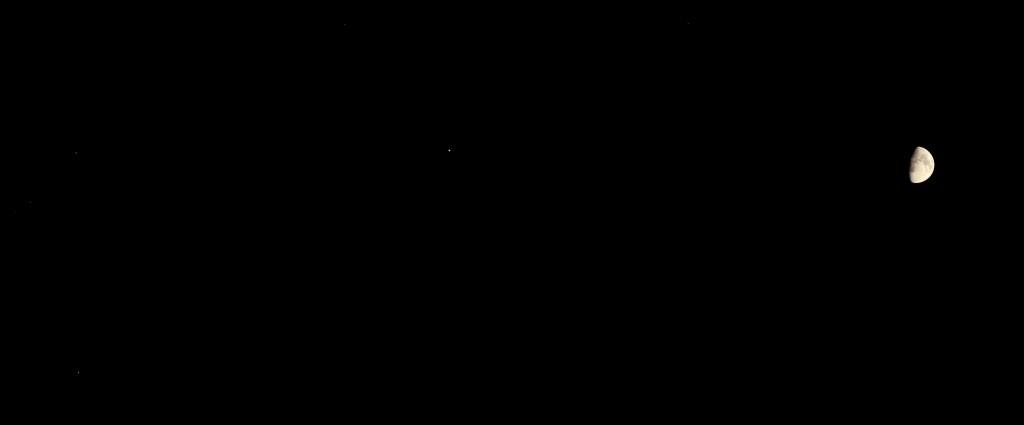 Kompositaufnahme des Monds sechs Grad rechts vom Saturn, Canlon EOS 6D mit Leica Elmarit135 mm, f/2.8, ISO 10000 und 1/60 Sekunde bzw. ISO 200 und 1/250 Sekunde