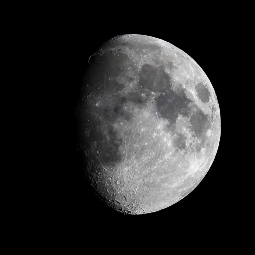 Der zunehmende Mond über Darmstadt am Abend des 15.6.2016, 65/420 Quadruplet apochromatischer Refraktor TS Optics TSAPO65Q, Canon EOS600D