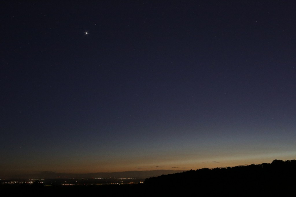 Venus und Merkur über Darmstadt am Abend des 6. Mai 2015 um 22:26 MESZ, Canon EOS 6D, Leica Summicron-R 50, f/4, ISO 10000, 1 Sekunde