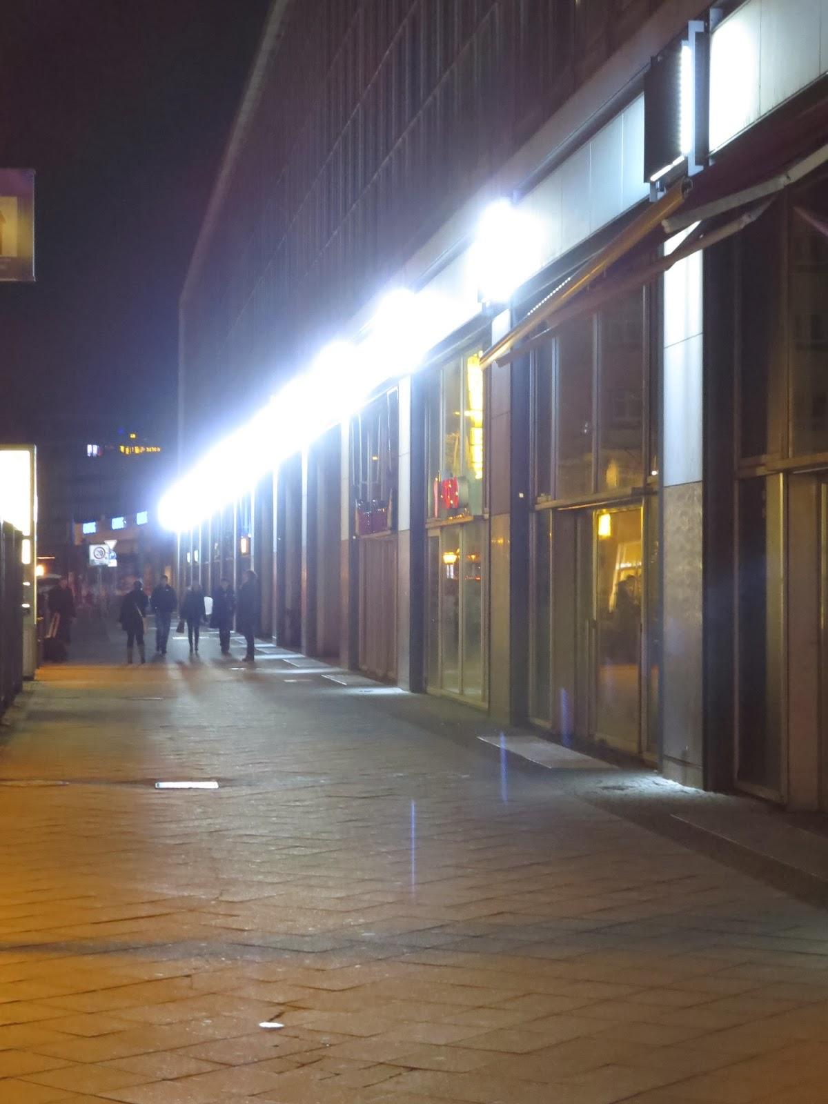 Beleuchtung auf Beleuchtungsniveau der Straße eingestellt
