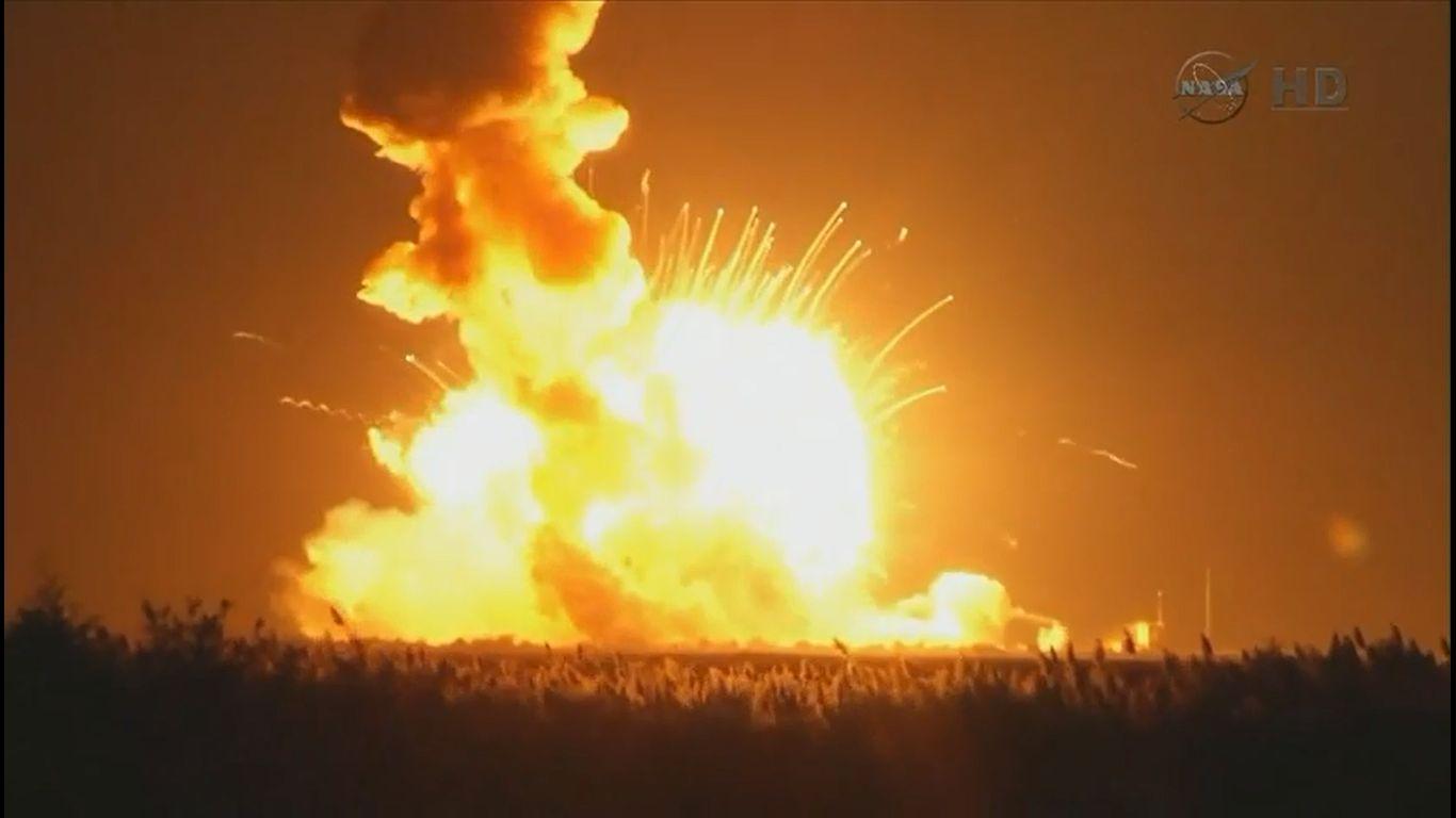 Totalverlust: Eine Rakete des Typs Antares explodierte in der Nacht zum Mittwoch wenige Sekunden nach dem Start (Bild: Nasa-TV-Screenshot)