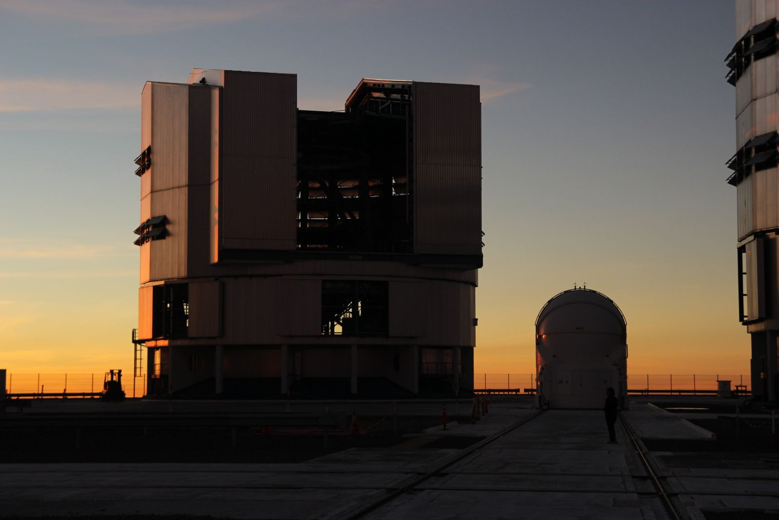Abendstimmung auf dem Cerro Paranal, in Sichtweite des Armazones