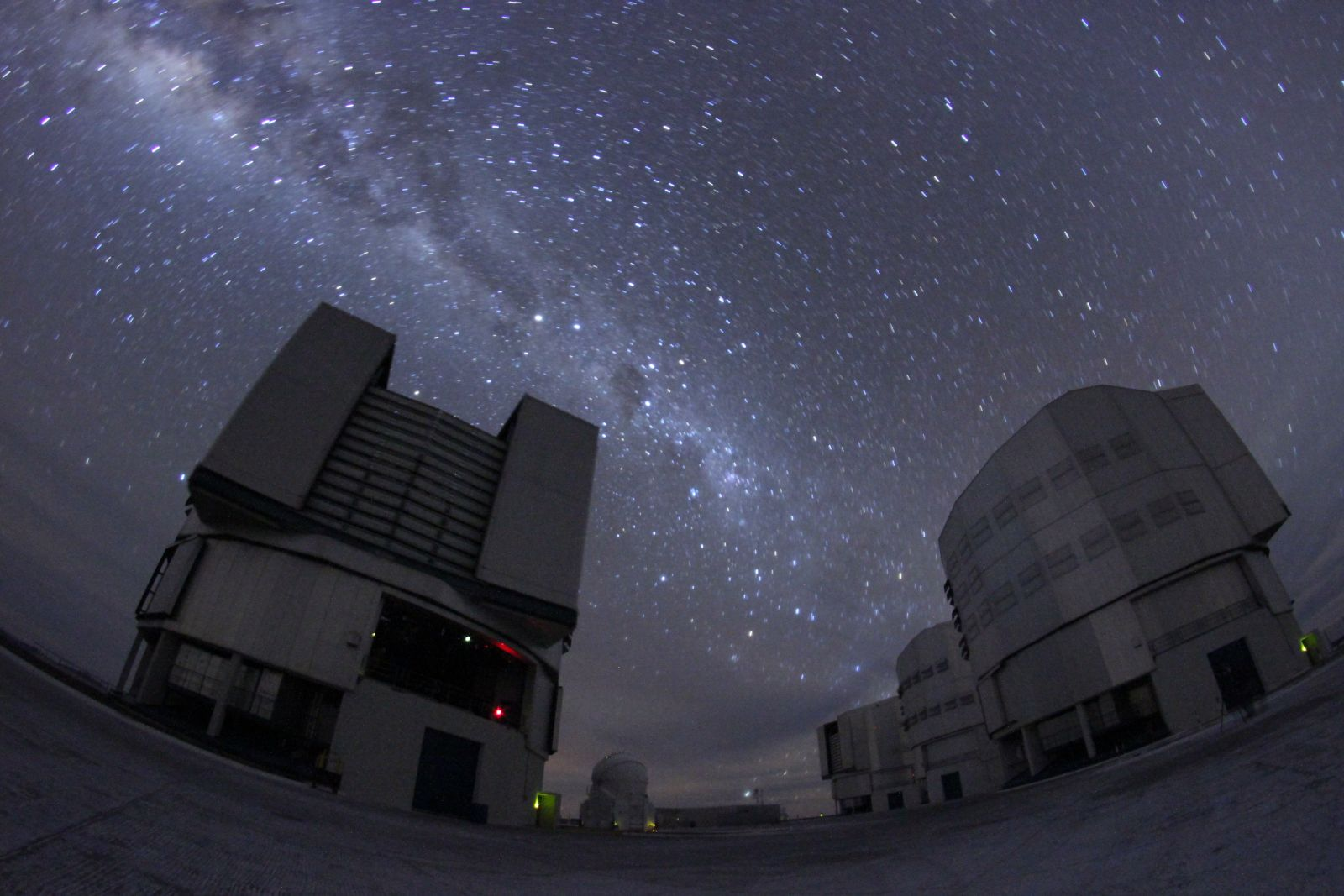 Milchstraße über dem Very Large Telescope