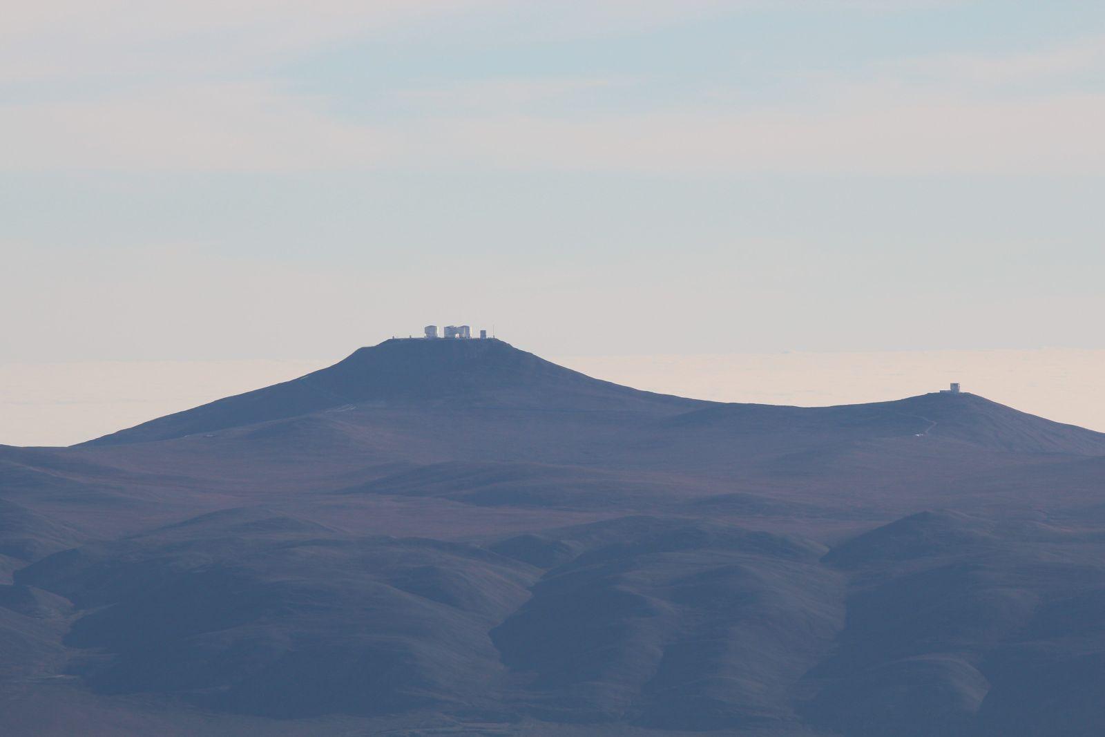 Das Very Large Telescope auf dem Cerro Paranal, gesehen vom Armazones (Foto: Georg Görgen)