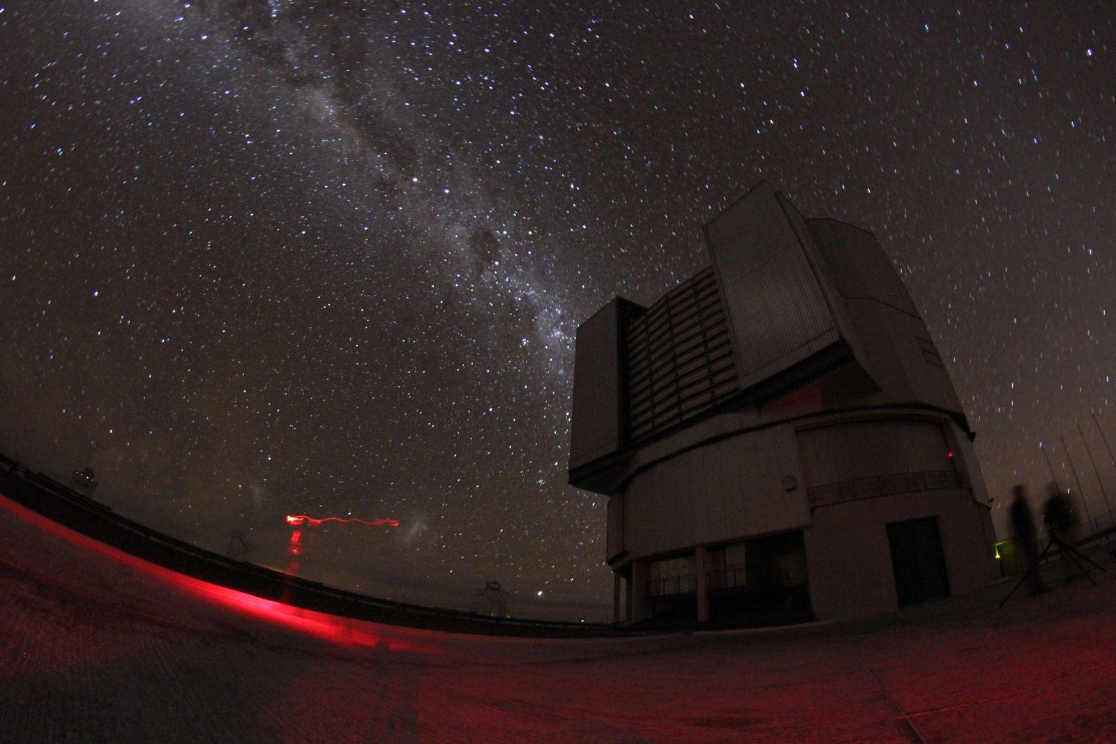 Unbestritten einer des besten Orte auf der Welt zum Sterne gucken und fotografieren: die VLT-Plattform des Paranalobservatoriums in Chile (foto: Georg Görgen)